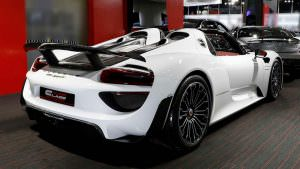 Супергибрид Porsche 918 Spyder Weissach Package 2015 года