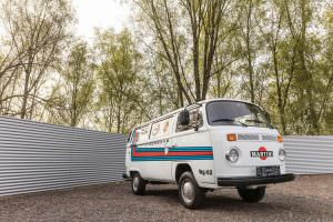 Фургон VW T2 Transporter Martini Racing 1977 года выпуска