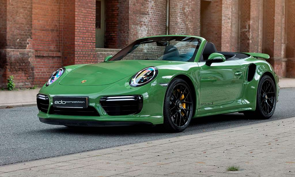 Porsche 911 Turbo S Cabriolet цвета Olive Green